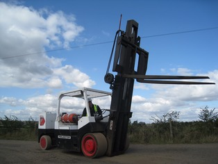 Versalift - Extendable fork lift